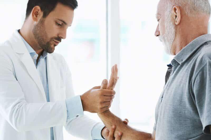 consultation canal carpien - probleme canal carpien quel medecin consulter - rhumatologue specialiste de la main
